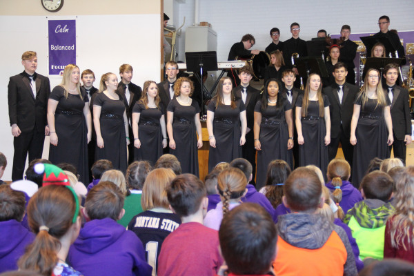 Outlook photo by Chris McConnell. From all accounts the Laurel High School Laurelaires and Jazz Band's traveling show was excellent. The groups toured each of elementary schools and awed their audiences with favorite Christmas standards and other selections.