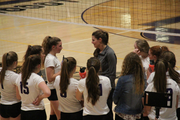 Outlook photo by Chris McConnell. Coach Jodi Alexander talks to the Lady Loco team between games at Laurel High School last Tuesday. The team has faced adversity this season due to injury, but Alexander says the younger players are experiencing growth.