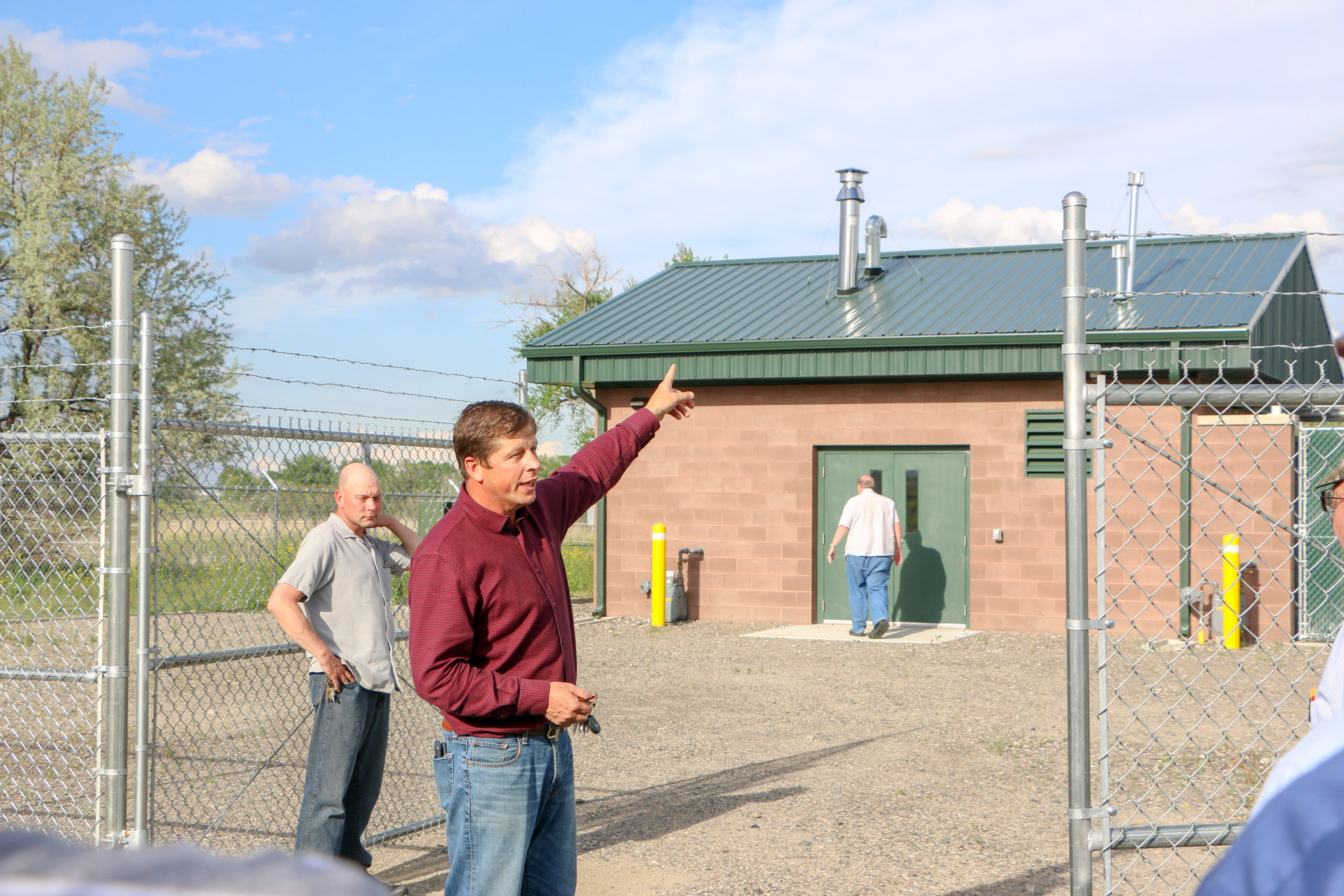 Kurt Markegard meets withthe city council and shows them the building that contains the controls and systems that maintain the intake and pipeline.